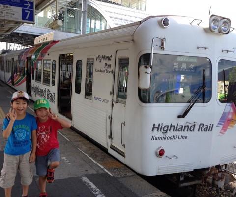 上田麻子さんのお子さんと電車