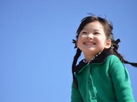 青空女の子笑顔